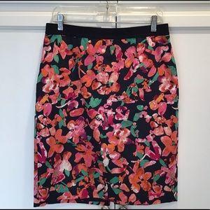 ANN TAYLOR Wild Blooms Floral Pencil Skirt…